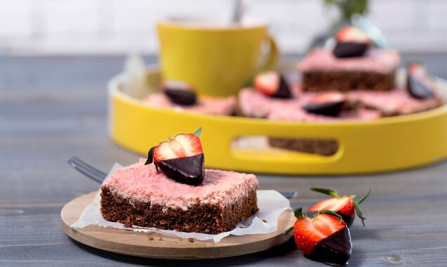 Strawberry-Cheesecake-Brownies