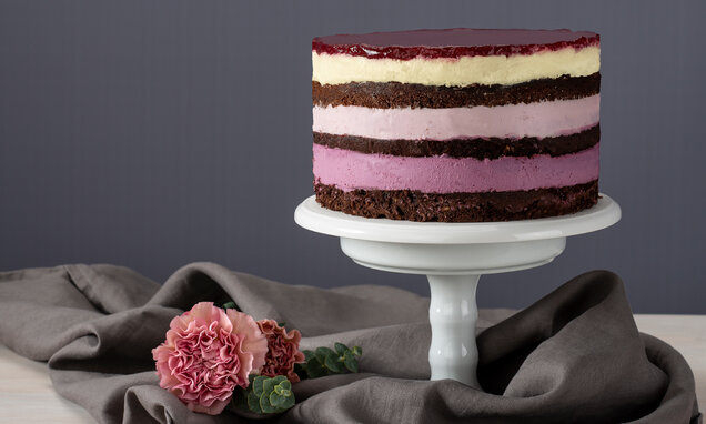layer cake in pink